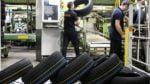 muncitori fabrica cauciucuri