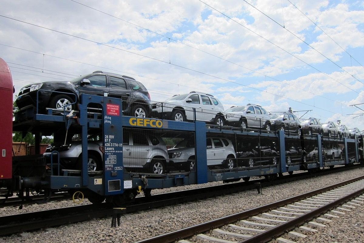 tren cu masini dacia
