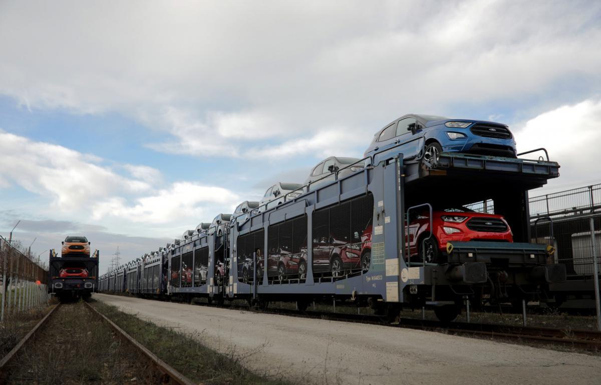 Tren cu masini Ford Craiova