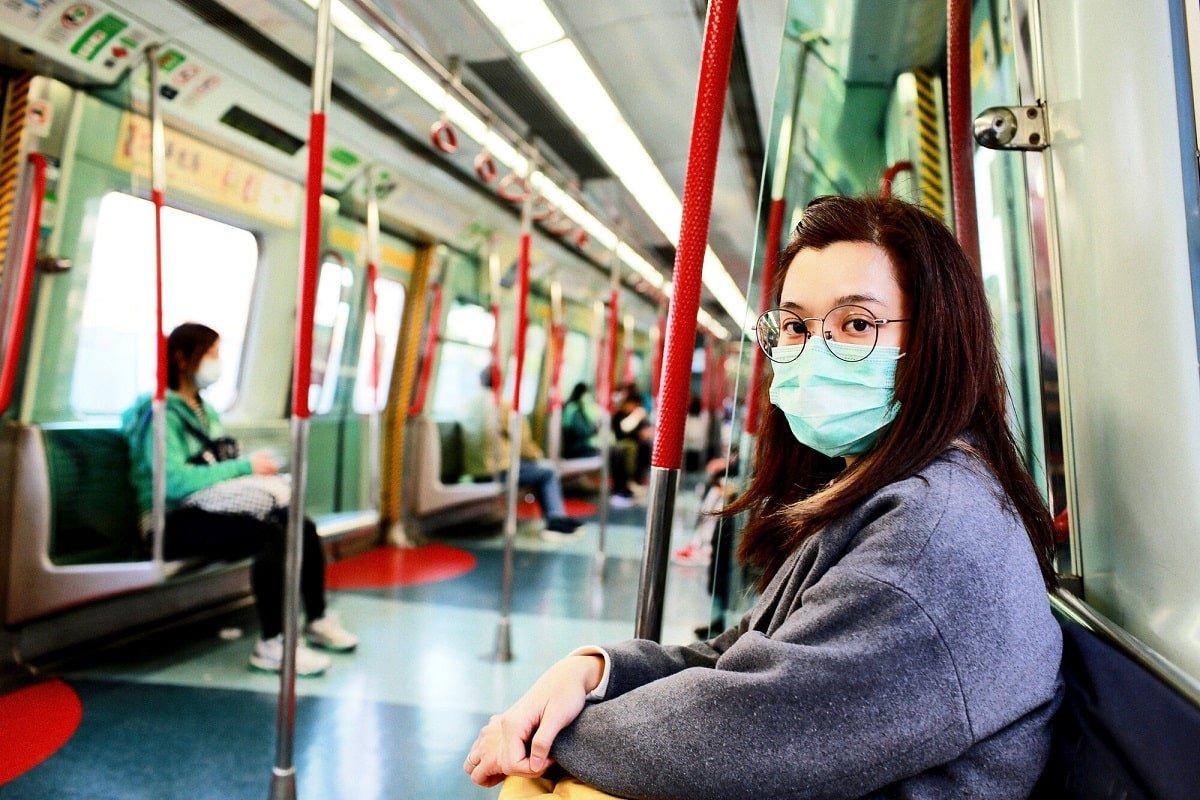femeie masca coronavirus transport
