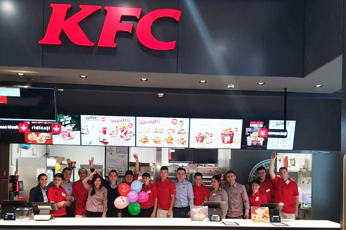 Angajati KFC Roman