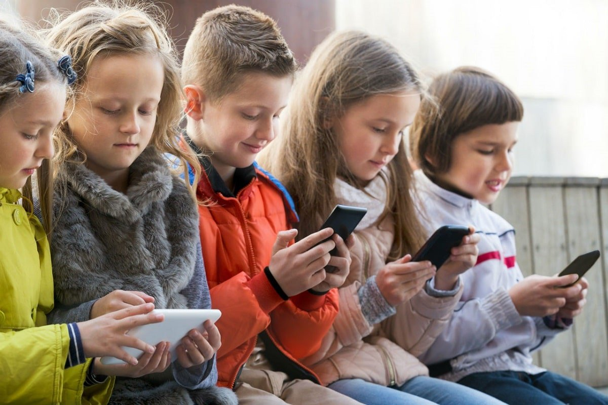 copii pe smartphone